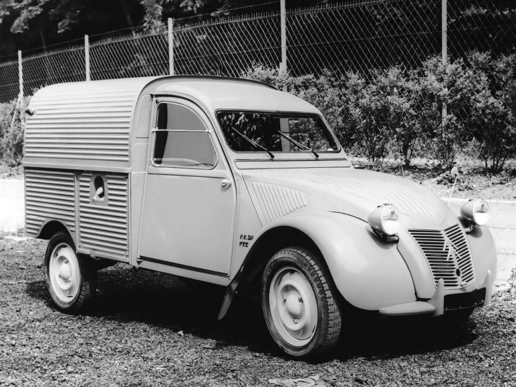 Ao entrar no capital da Panhard a Citroën aproveitou as sua instalações para produzir a furgoneta Citroën 2cv AZU.