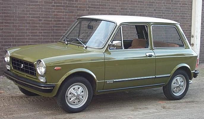 Autobianchi A112, pequeno citadino comercializado pela Citroën durante o acordo que uniu as duas marcas.