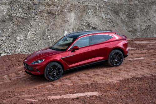 Com umas linhas elegantes e desportivas o DBX é um verdadeiro Aston Martin