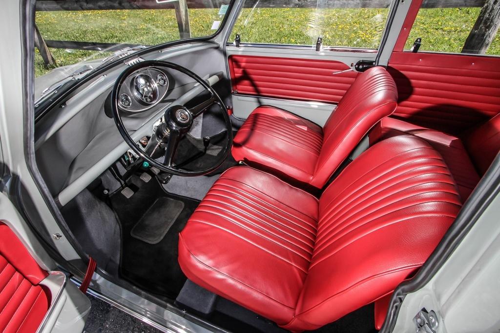 O interior do Mini era simples, privilegiando o espaço ao invés do equipamento.