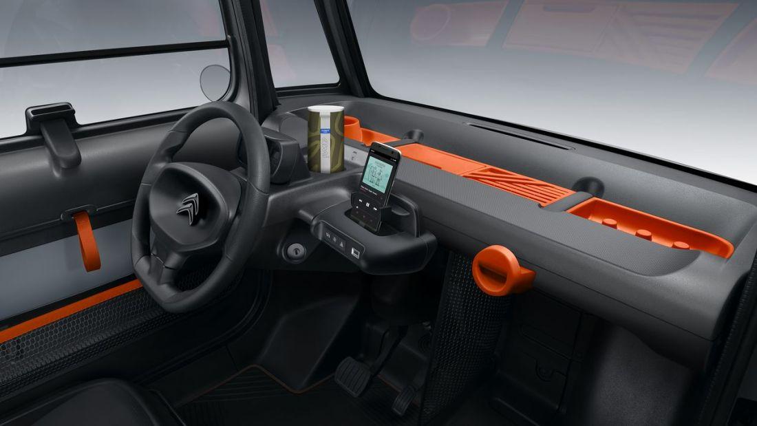 De concepção simples, o interior do AMI pode ser personalizado com vários acessórios.