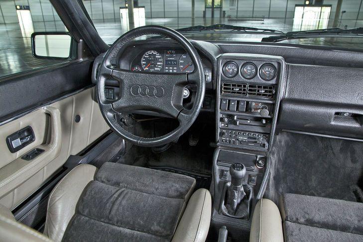 O interior do Sport Quattro era muito completo.