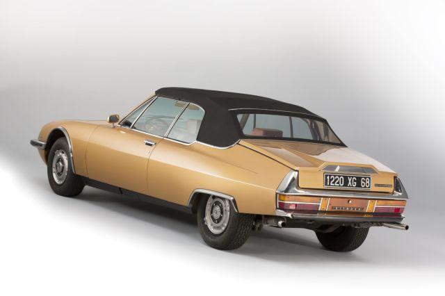 O SM Mylord com a capota difere do SM original, parece mais um sedan ao invés de um coupé.