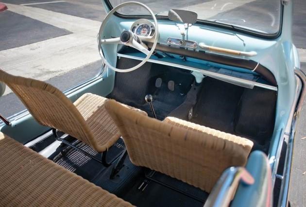 Os bancos feitos de vime dão um toque de elegância ao interior do Fiat Jolly.